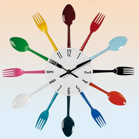 """Metall Wanduhr \""""Cutlery bunt\"""" - Besteck als Zeiger - die perfekte Küchenuhr"""